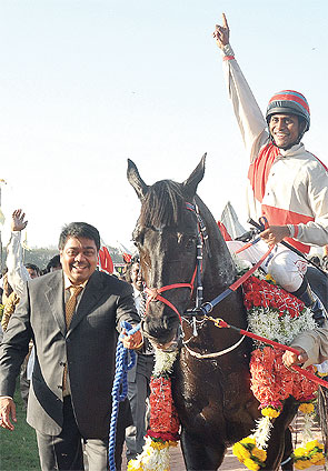 Harresh Mehta at the Mahalaxmi Racecourse (Racing World India, 2011)